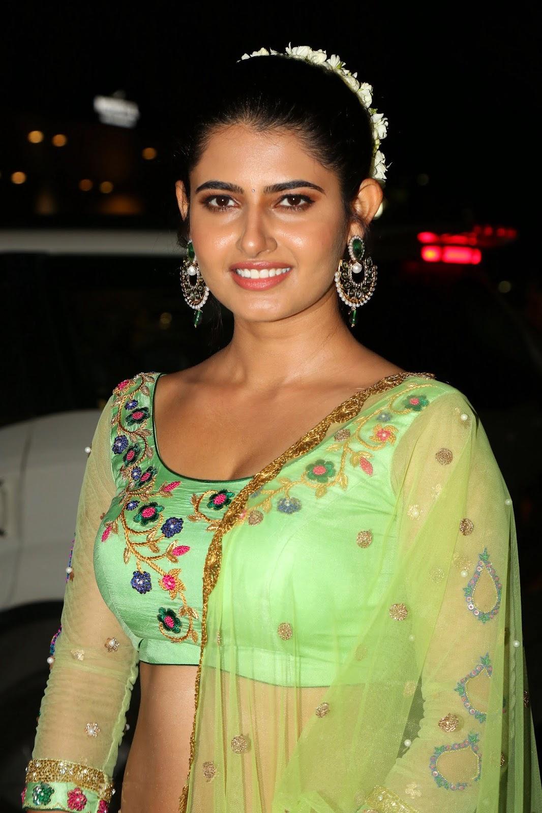Beauty Galore HD : Ashima Narwal Hot Navel show At 65th Jio Filmfare
