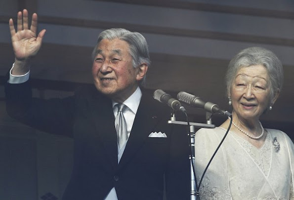 Princess Masako, wife of Crown Prince Naruhito; Naruhito; Akihito; Empress Michiko; Prince Akishino, Akihitos second son; Princess Kiko, Akishinos wife; and Princess Mako, Akishinos daughter