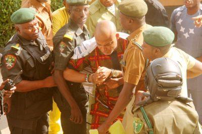 mazi nnamdi kanu fights prison warders abuja