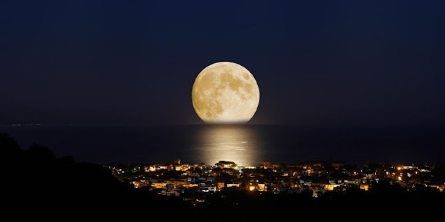 New Year 2018 Supermoon in January at New Year Eve
