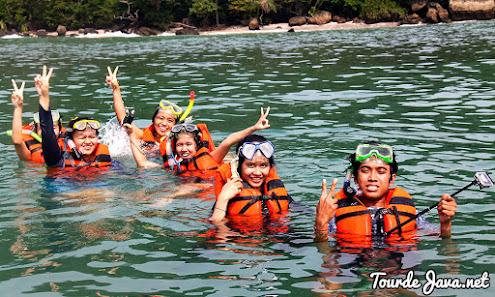 snorkeling di pantai timur pangandaran