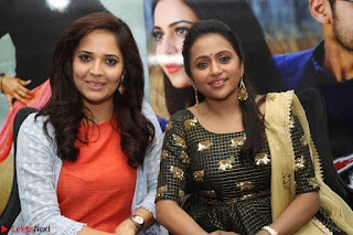 Actress Suma in Black Salwar Suit and Anusuya in orange Dress at winner movie press meet part 2 February 2017 (73).JPG