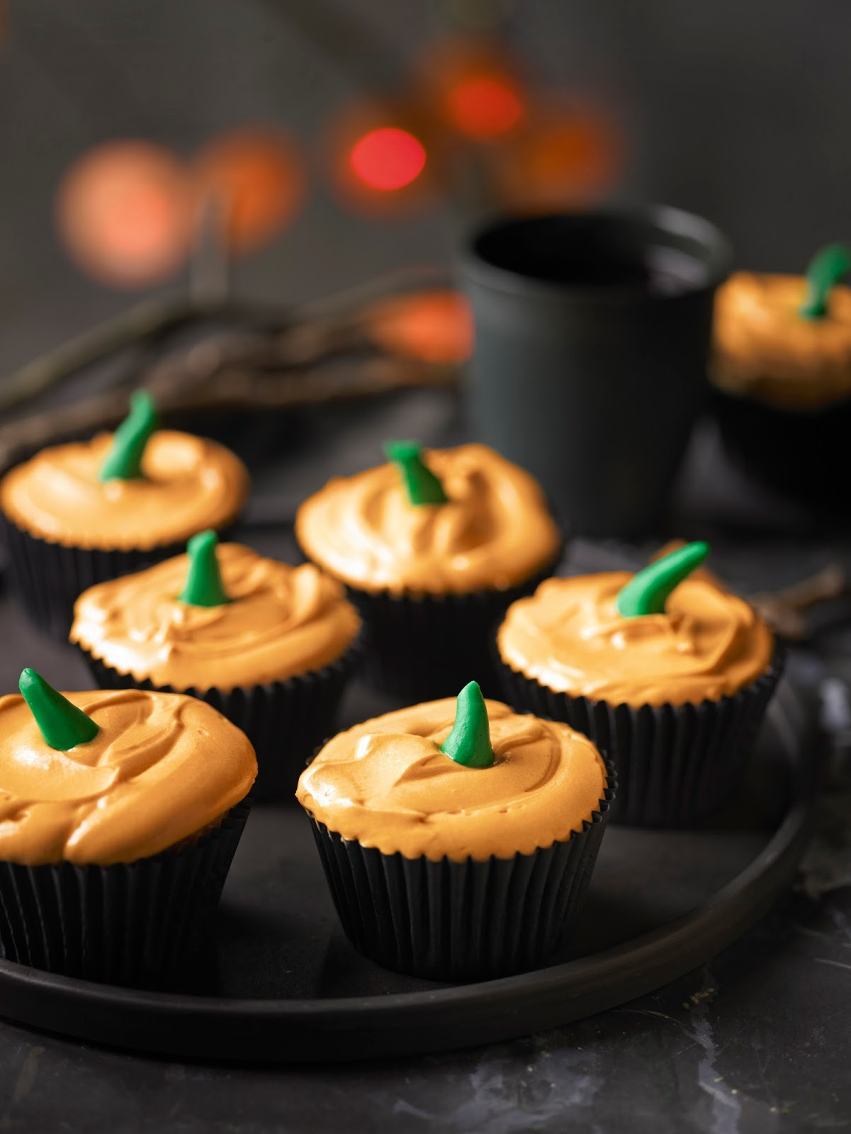Blood Sucking Pumpkin Cupcakes: Hosting A Halloween Party?
