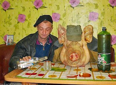 Meine besoffenen Nachbarn sind Schweine - Zuhause einen trinken lustig