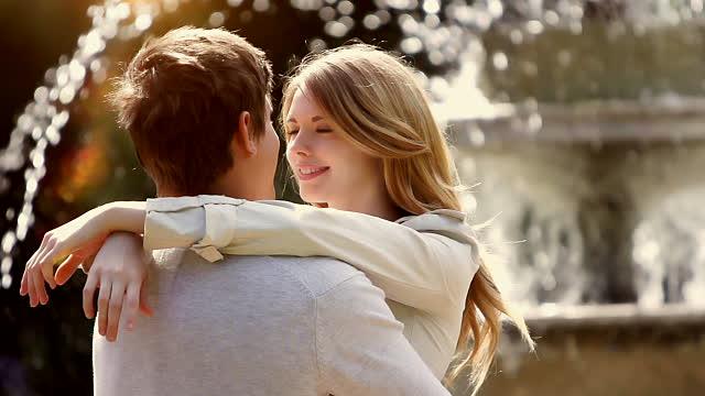 Sahabat lebih tahu kapan hubungan cintamu berakhir atau tidak
