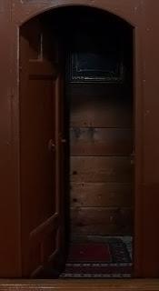 Kapısı açık bir halvethane