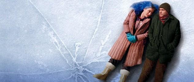 Kate Winslet y Jim Carrey tumbados en el hielo