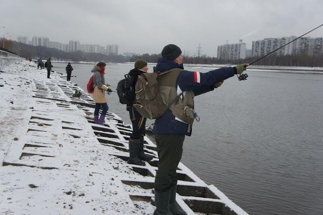 Зимняя рыбалка на Москва реке