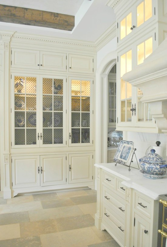 Blue and white kitchens are interpreted in a variety of compelling ways...come tour my favorite examples. #kitchendesign #FrenchCountry