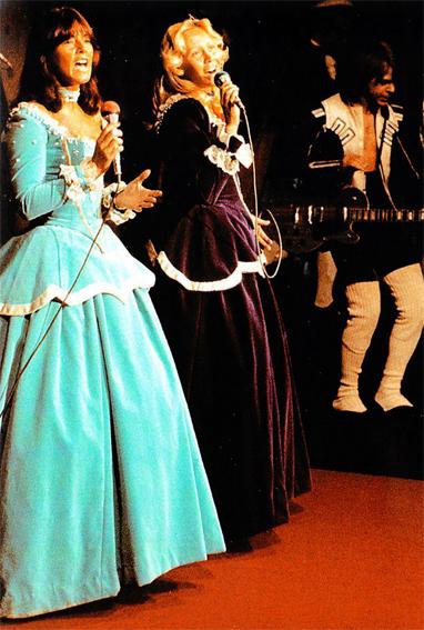 abbafanatic abba royal performance of dancing queen 40
