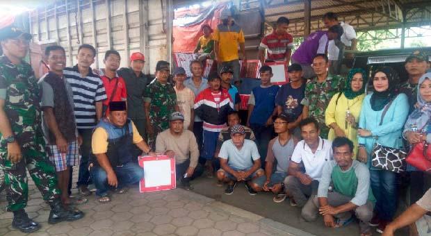 TNI Salurkan Bantuan Ribuan Keramik Untuk Warga Pekalongan