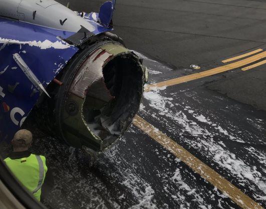 У США пасажирський лайнер з пошкодженим двигуном здійснив екстрену посадку