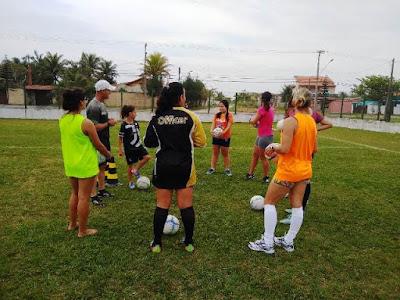 Ilha inicia aulas de futebol feminino