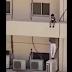 ڤیدیۆ..گەنجێکی سعودی مناڵێک ڕزگاردەکات لەکەوتنەخوارەوە