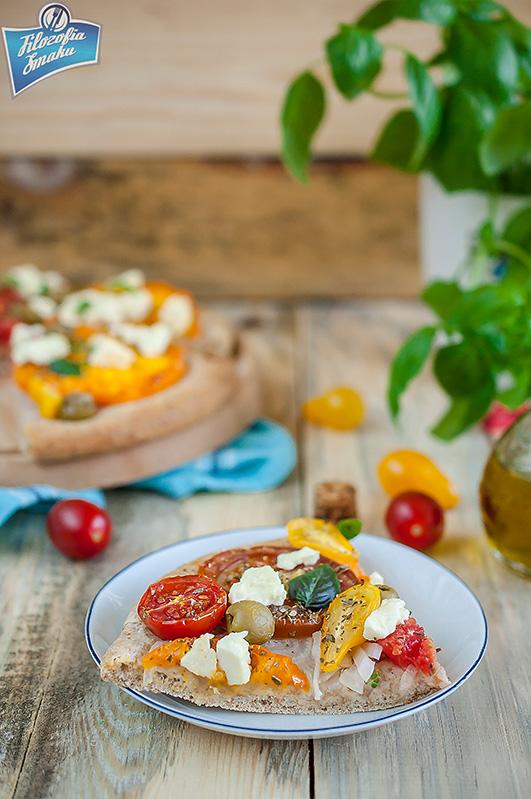 Pizza z pomidorami i serem