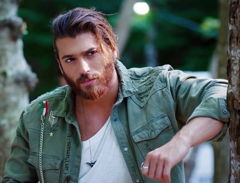 Actor of Albanian descent, Can Yaman wins 'GQ Turkey Men of