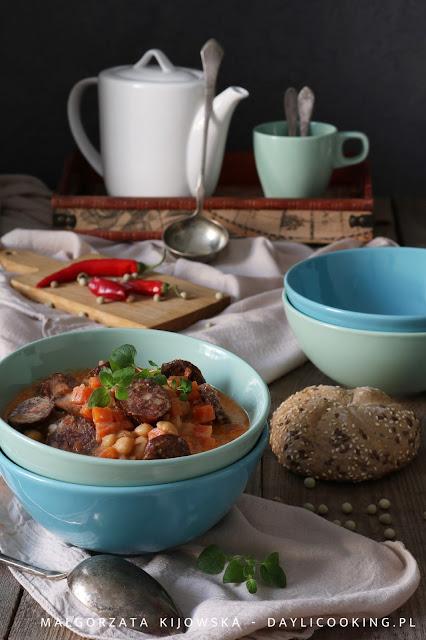 przepis na zupę z ciecierzycy, obiad jednogarnkowy, szybki obiad z ciecierzycy, co zrobić z ciecierzycy, rozgrzewające dania na zimę, daylicooking