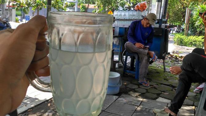 Segelas Es Siwalan hanya 2000 rupiah