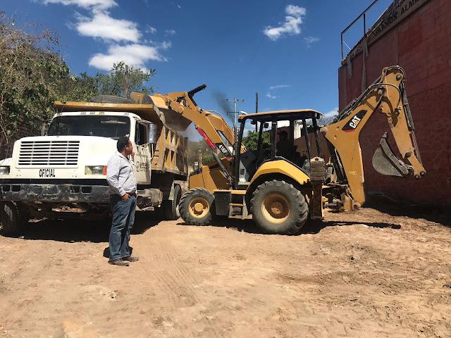 Inician trabajos de pavimentación en Tlaxmalac
