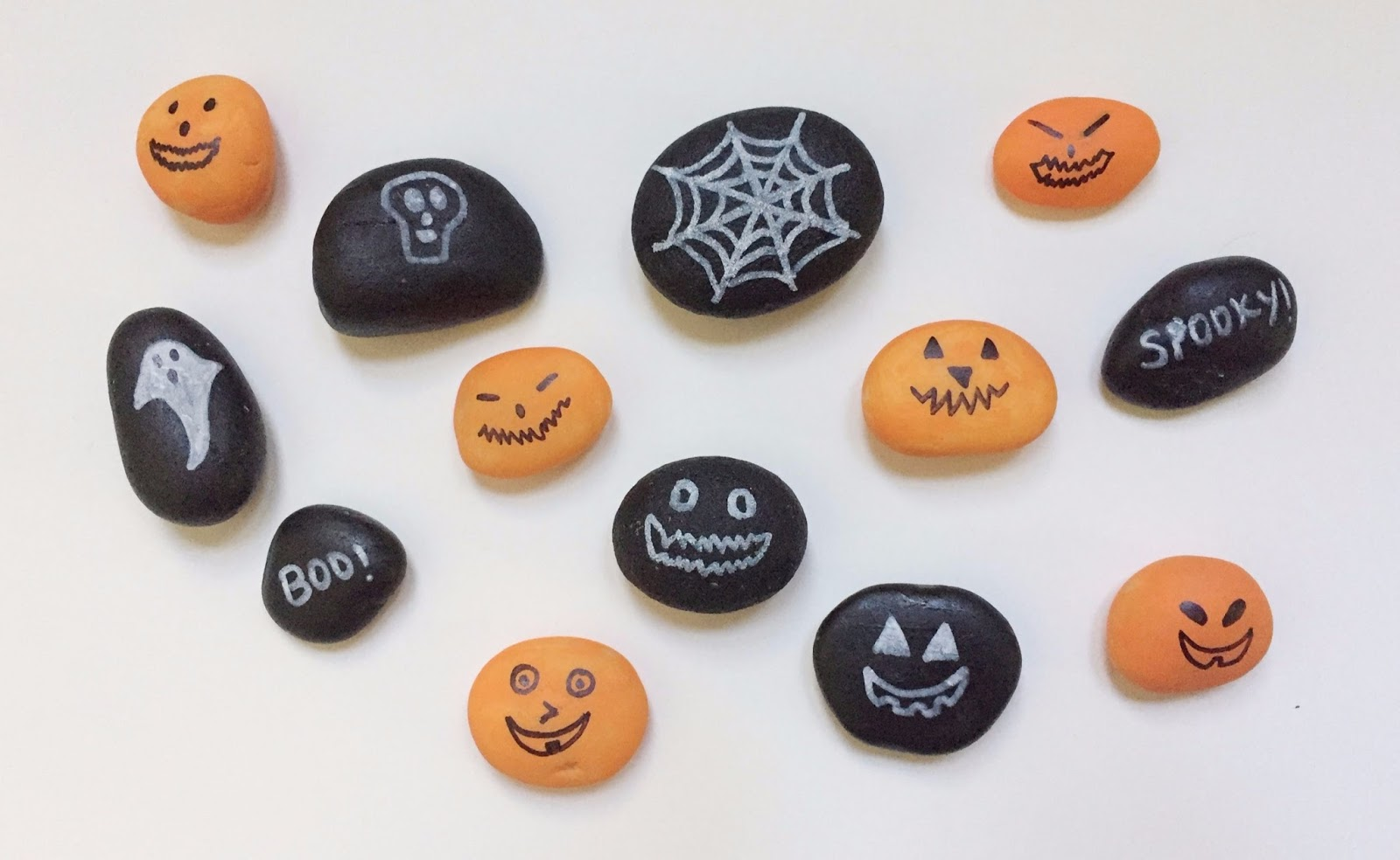 vikalpah: diy glow in the dark halloween rocks