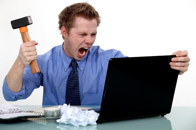 10 علامات للغة الجسد تكشف غضب الرجل !