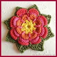 Flor a crochet en tres capas