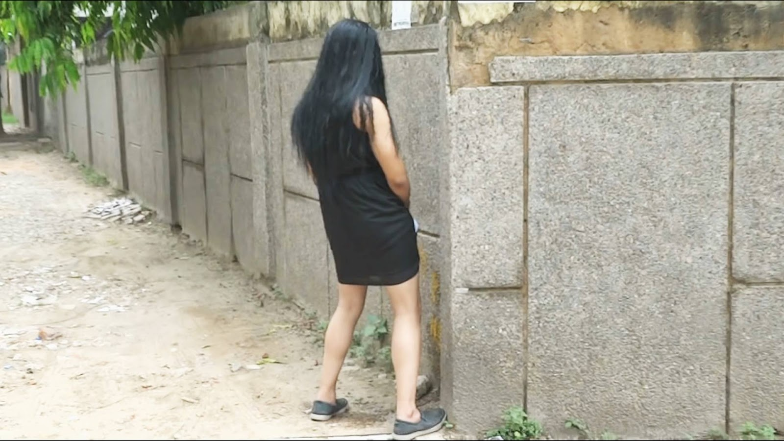 E Note Hot Girl Peeing On Streets-9376