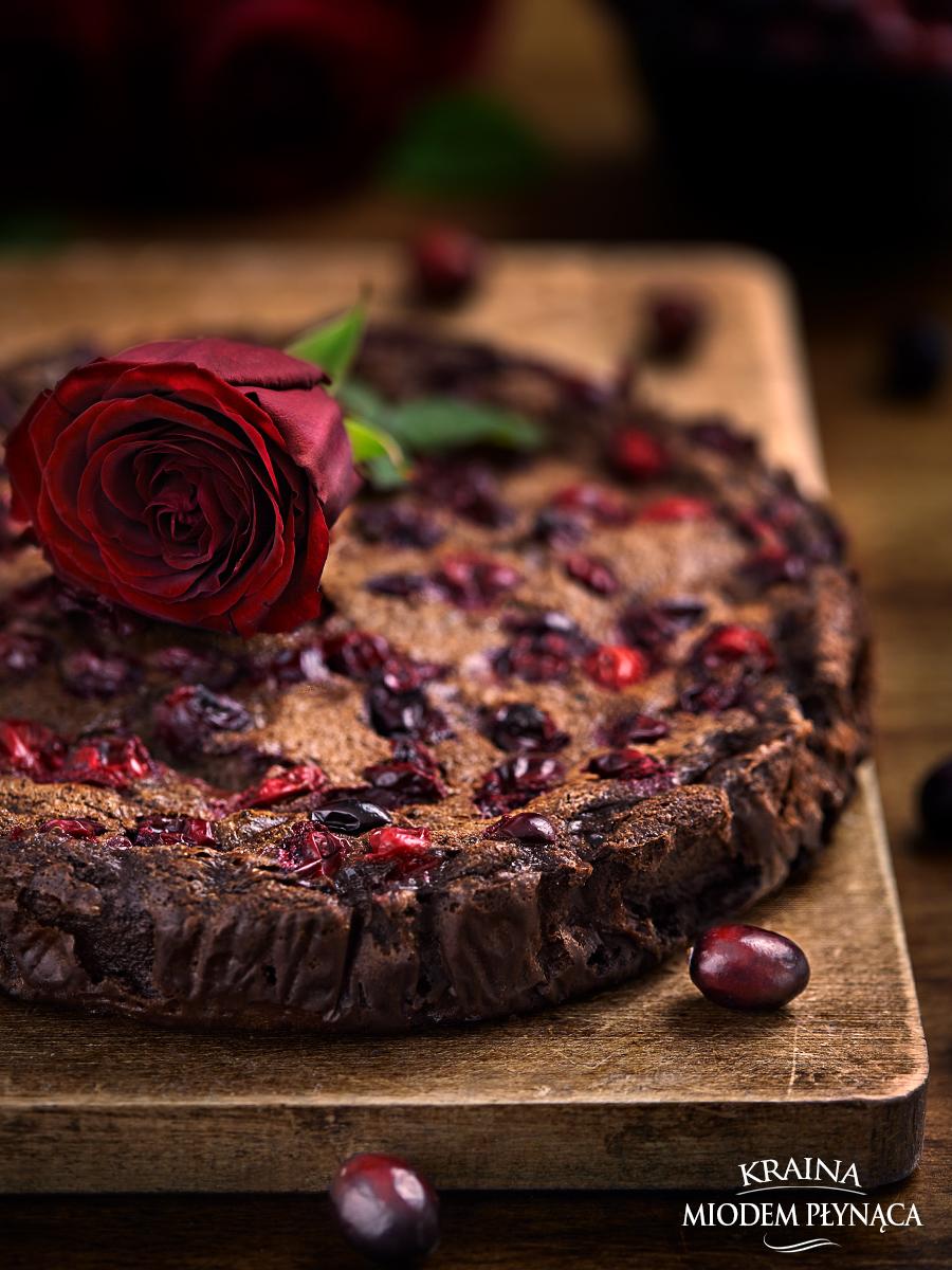 czekoladowa tarta, spód do tarty z ciasteczek oreo, ciasteczkowy spód do tarty, tarta z kremem czekoladowym, krem czekoladowy budyniowy, czekoladowy budyń, tarta z żurawiną, tarta z owocami, tarta z kremem i owocami, żurawina, kraina miodem płynąca