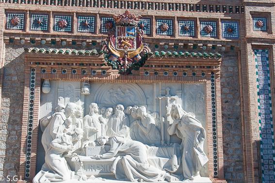 Detalle de los amantes de Teruel en la escalinata