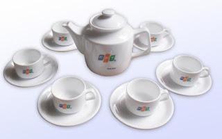 Sản phẩm gốm sứ Bát Tràng bán tại Hà Nội còn in logo theo yêu cầu