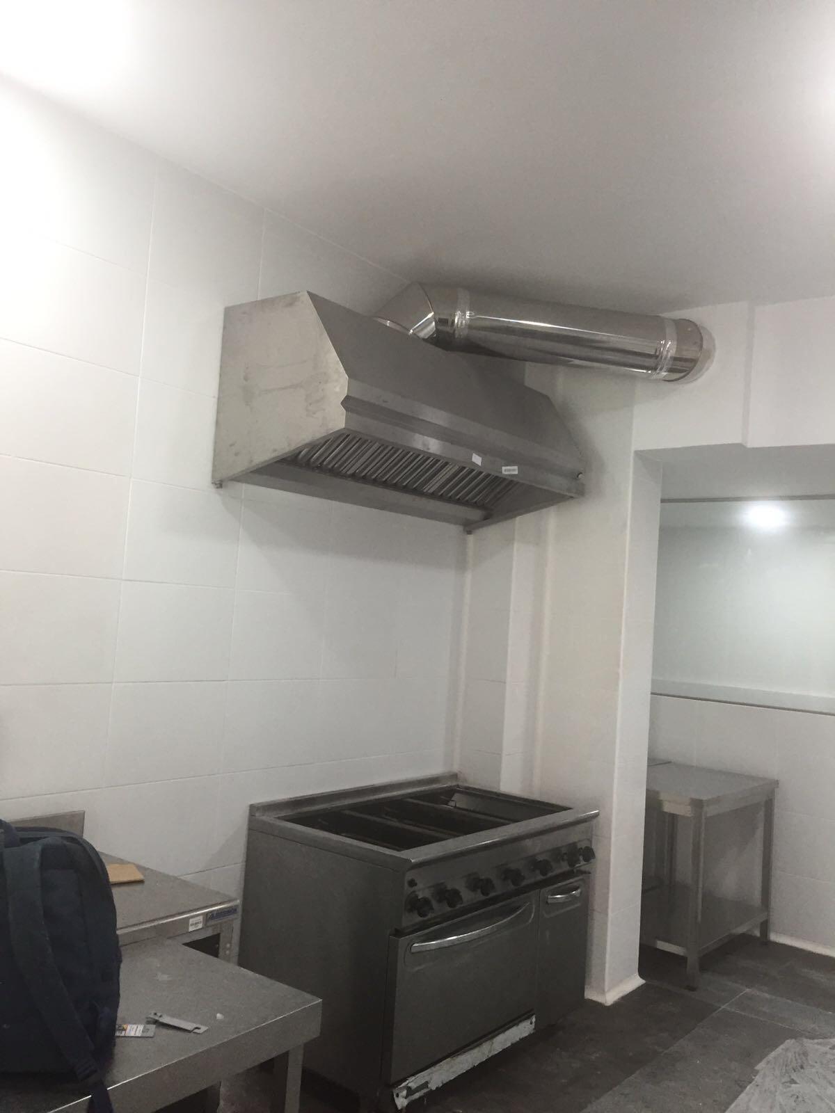 Motores salida de humos de cocinas industriales bares y - Instalacion campana extractora ...