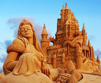 Castillo de arena con princesa