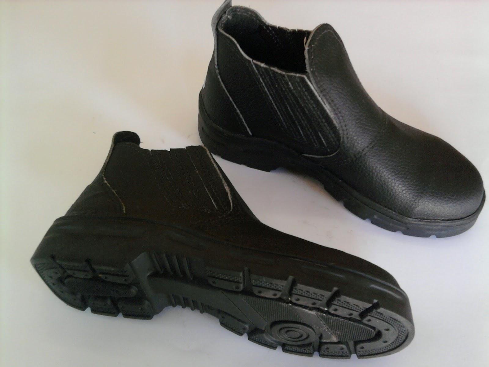 Botina Com Bico De Aço Sapatos Masculinos no Mercado Livre Brasil 0564c2e6f0
