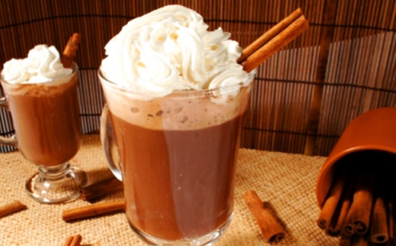 Receita de chocolate quente com leite condensado e creme de leite