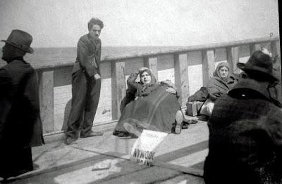 """Чарли Чаплин на съемках """"Иммигранта"""" (1917) - 2"""
