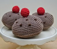 http://www.ravelry.com/patterns/library/three-currant-buns#