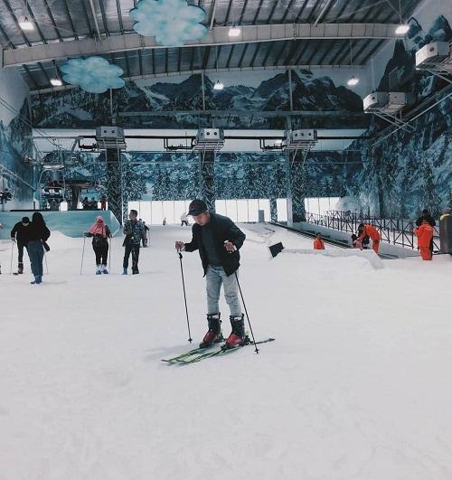 bermain ski di trans snow world bekasi