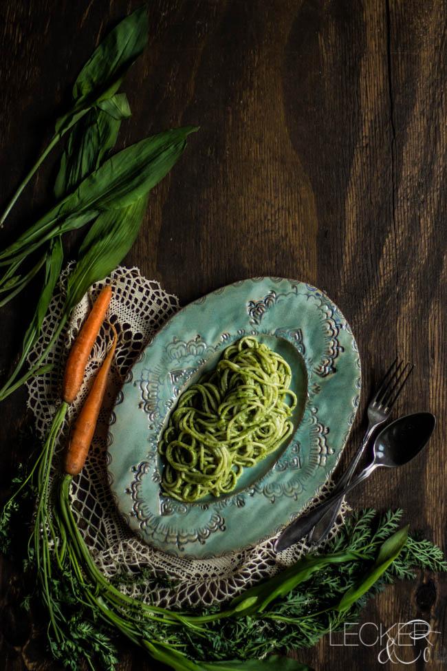 leckerundco, lecker co, lecker & co, lecker, leckerundco.de, foodblog, nürnberg, foodfotografie, mittelfranken, tina kollmann, foodpics, Foodbloggercamp, kochen, pesto, bärlauch, möhrengrün, karottengrün, pinienkerne, parmesan, pasta, nudeln, spaghetti, olivenöl, nowaste, reste verwerten, vegetarisch, gesund, healthyfood