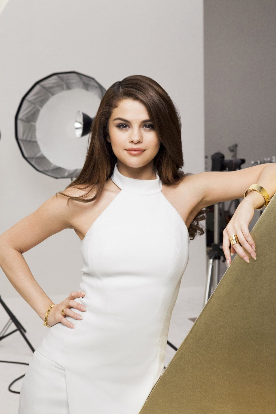Selena Gomez shows luscious locks for Pantene Campaign
