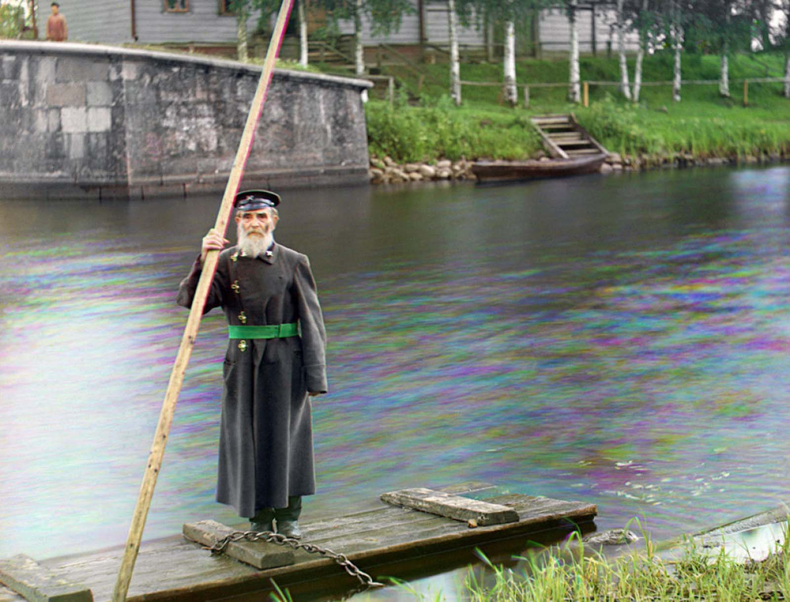 Pinkhus Karlinskii, eighty-four years old with sixty-six years of service. Supervisor of Chernigov floodgate, part of the Mariinskii Canal system. Photo taken in 1909.