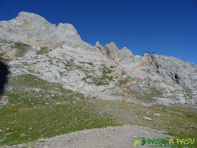 Ruta Pandebano - Refugio de Cabrones: Desde la Vega de Urriellu, tramo a la Corona del Rasu