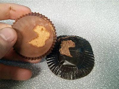 Schoko-Plätzchen essen wollen - Genervt von Verpackung - Stress
