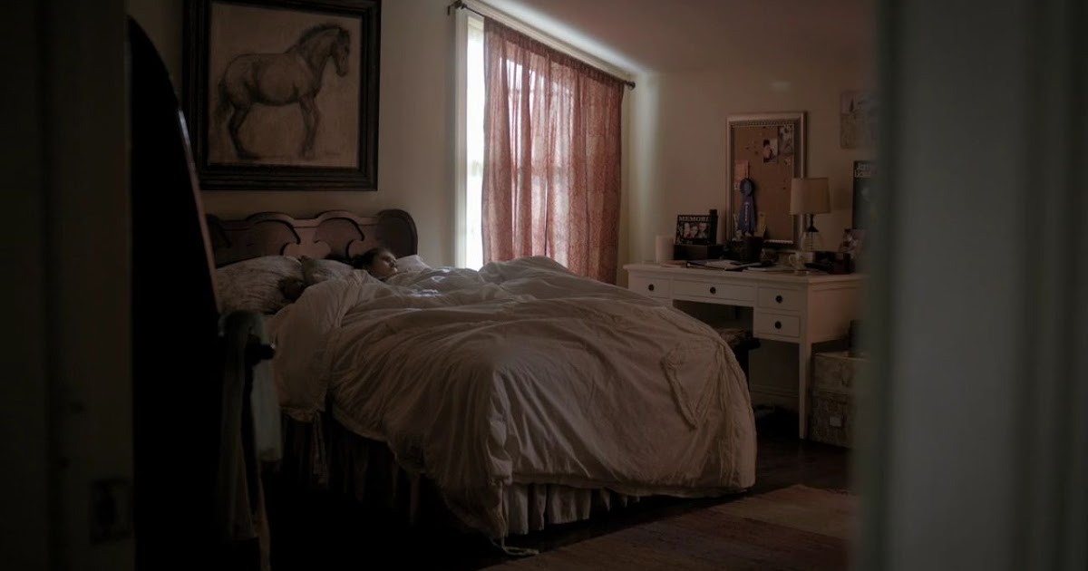 Nina Dobrev Official: Elena Gilbert's Bedroom
