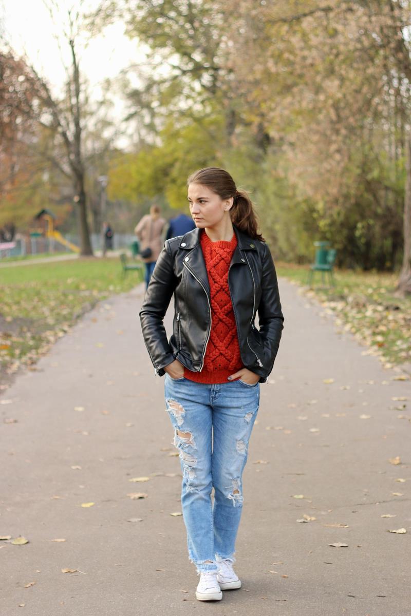 jesienna stylizacja ze swetrem, ramoneska, spodnie zara