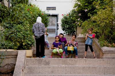 Молодежь на улицах Феса, Марокко