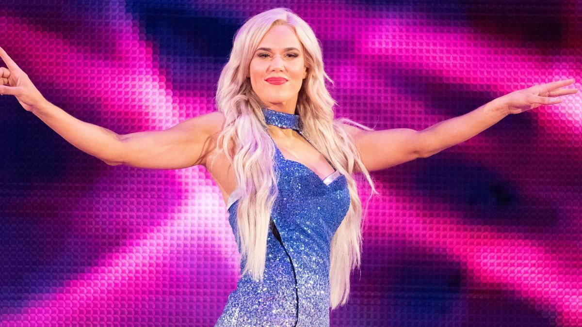 "Lana rebate Ronda Rousey após chamar WWE de ""luta falsa"""