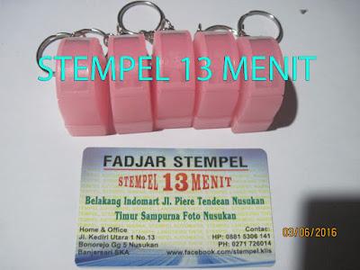 Stempel Warna Gantungan Kunci Warna Pink