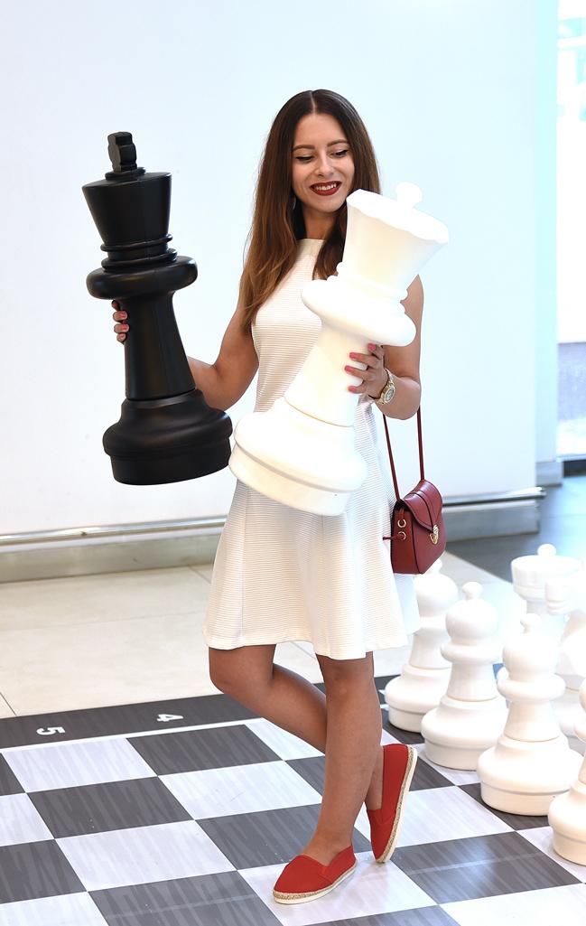 adina nanes the white queen