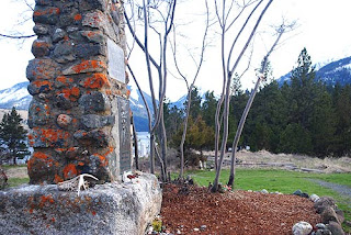 gravesite of elder chief joseph with wallowa mountains in background