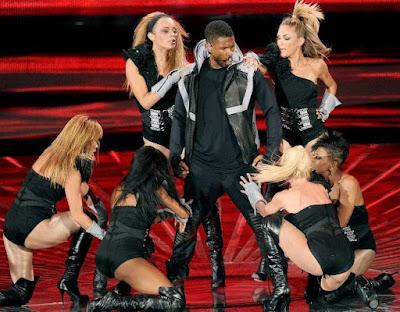 Foto de Usher en plena presentación